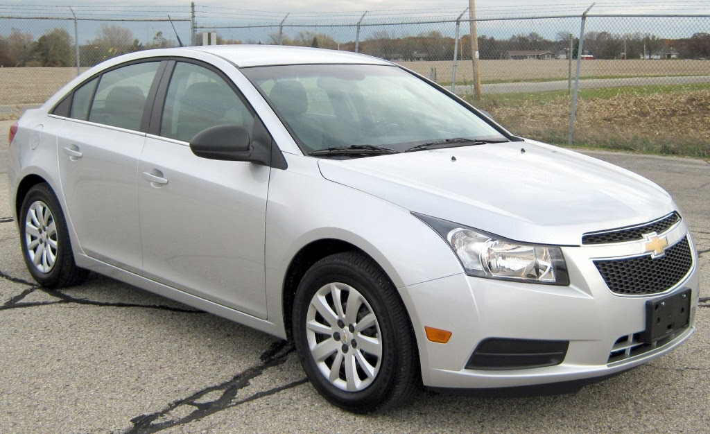 Chevrolet Cruze LS Sedan HD Photos  Prices, Features, Wallpapers.