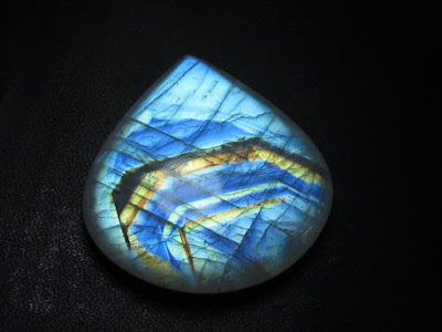 What Is the Difference Between Moonstone and Opalite?