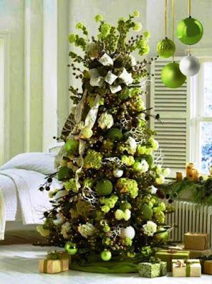 Dekorasi Pohon Natal Nuansa Putih Hijau