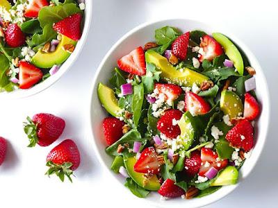 Tăng cân bằng quả bơ trộn salad hoa quả