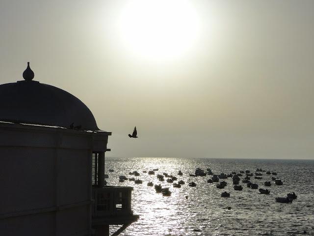 Balneario y muelle en la playa de la Caleta