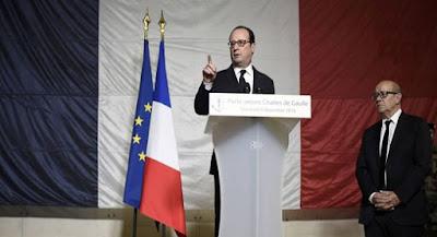 Presidente francés junto al ministro de Defensa. Foto: Reuters