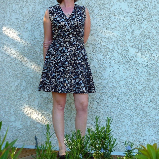 37c70a93c14d3 Je n ai rencontré aucune difficulté pour réaliser cette robe. Avec la  surjeteuse