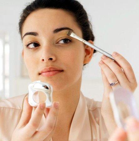 menjaga alat make up dapat mencegah bintik dan noda tertinggal pada peraalatan itu