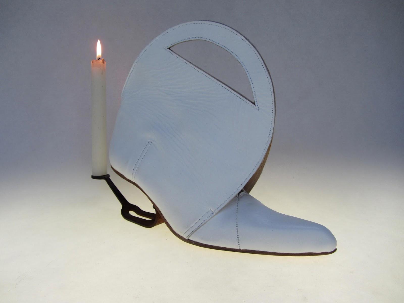 o simplemente sin tacón son algunas de las rarezas que podrás ver en la siguiente galería de los zapatos más incómodos creados para las mujeres.