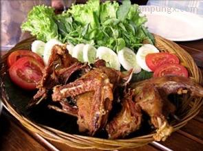 masakan bebek goreng di Jl Pondok Kelapa Raya Block D2 Jakarta Timur tiga (Borobudur- Blimbing)