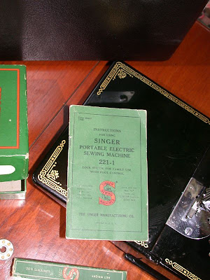 Singer 221 Featherweight Sewing Machine Manual