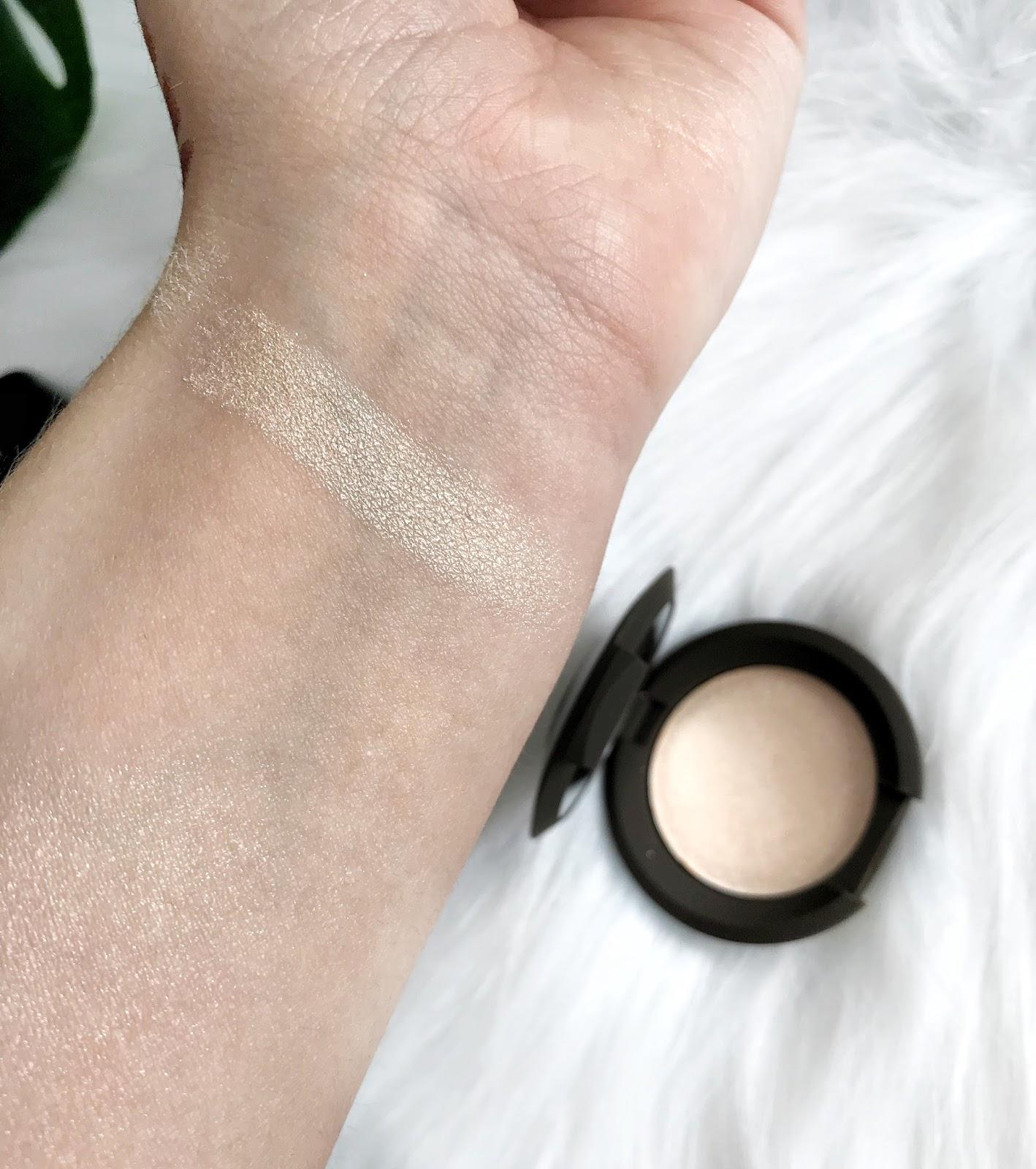 BECCA Shimmering Skin Perfector Pressed Highlighter Mini Moonstone