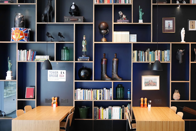 citizenm tower hill london hotel review design furniture