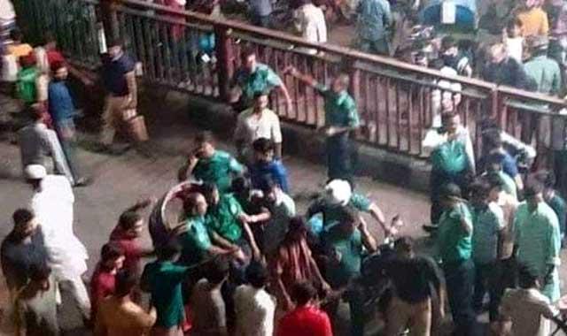 রাজধানীর ধানমন্ডিতে 'বোমা' নিক্ষেপ, দুই পুলিশ আহত