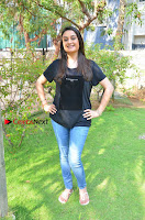 Tamil Actress Sonia Agarwal Pos in Denim Jeans at Unnaal Ennaal Movie Shooting Spot  0011.jpg