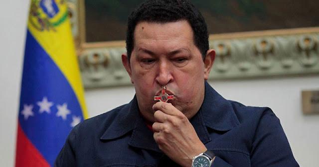 Chávez crucifijo