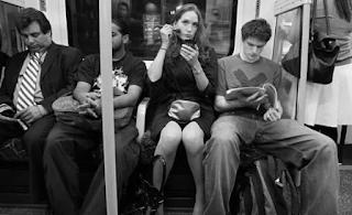 18χρονος εκσπεpμάτωσε πάνω σε μια γυναίκα μέσα στο μετρό