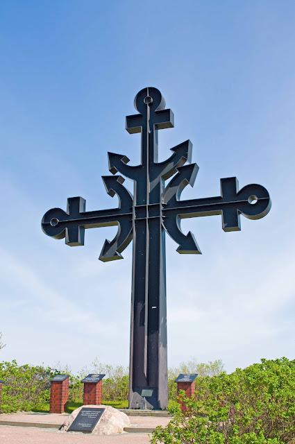 krzyż poświęcony ofiarom morza Rewa