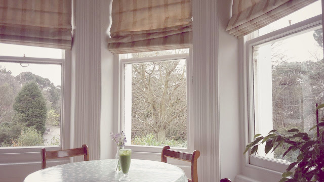 Wooden Sash Bay Windows With Material Roman Blinds