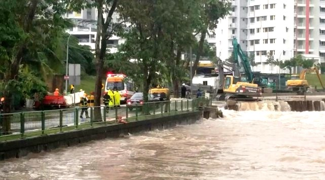 Heavy rain causes flooding in parts of Singapore