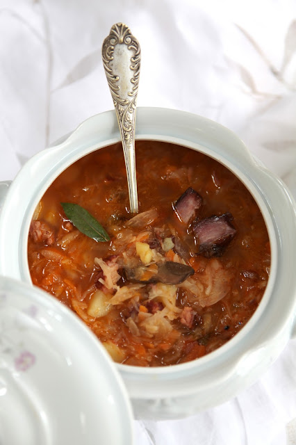 domowa kiszona kapusta, wędzone żeberka domowa zupa