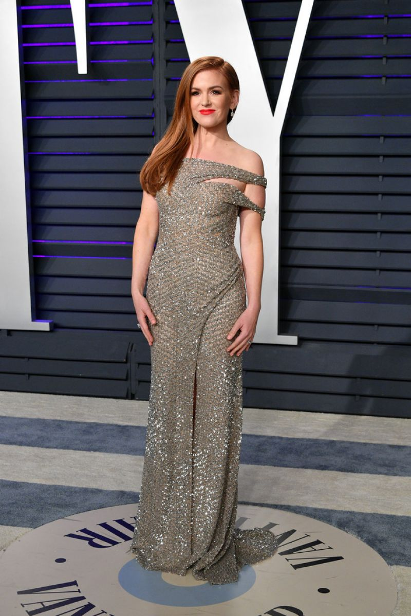 635eb6a64bd Isla Fisher sizzles in silver at the 2019 Vanity Fair Oscars Party