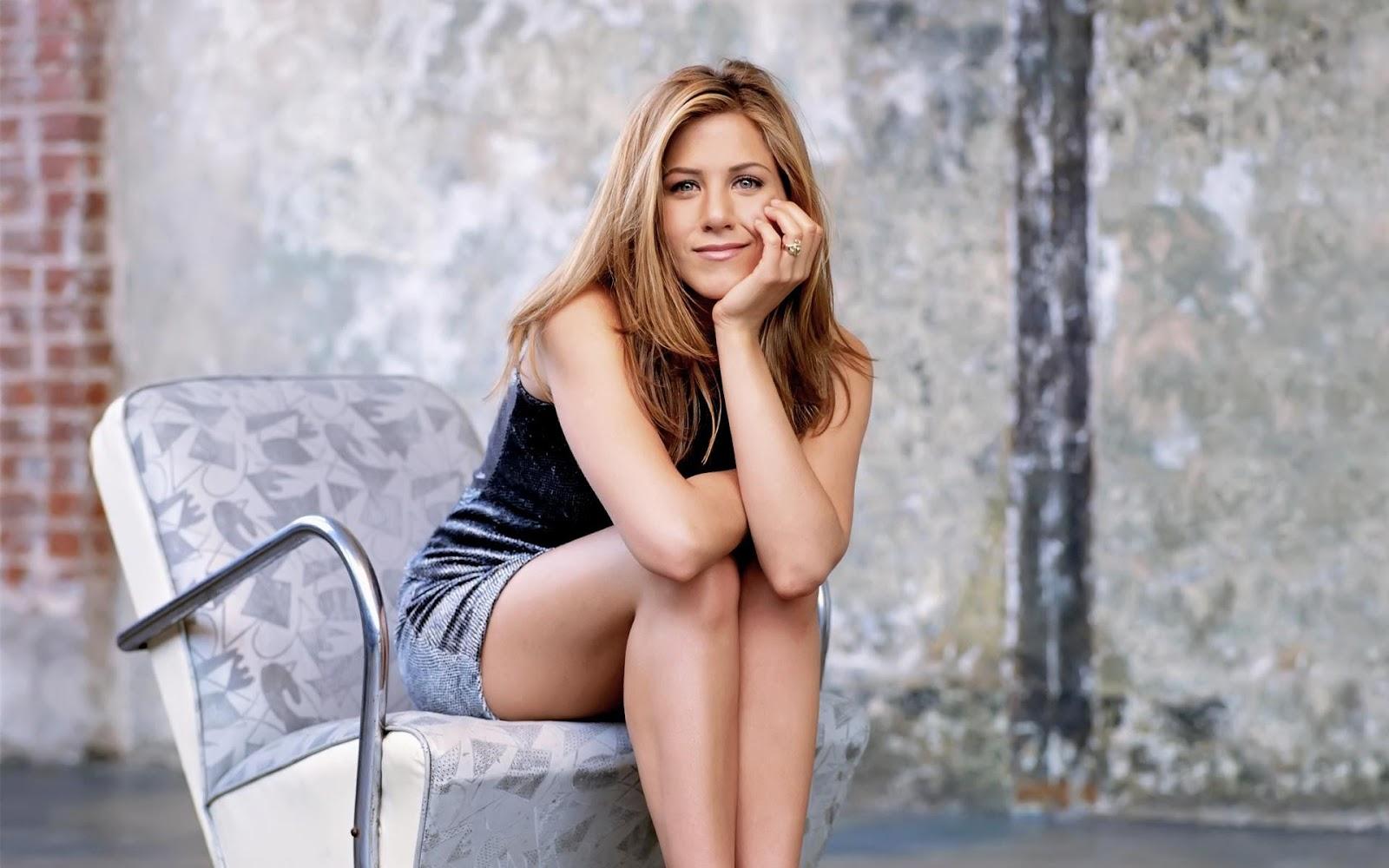 Jennifer Aniston - Jennifer Aniston mulai terkenal manis paha mulus