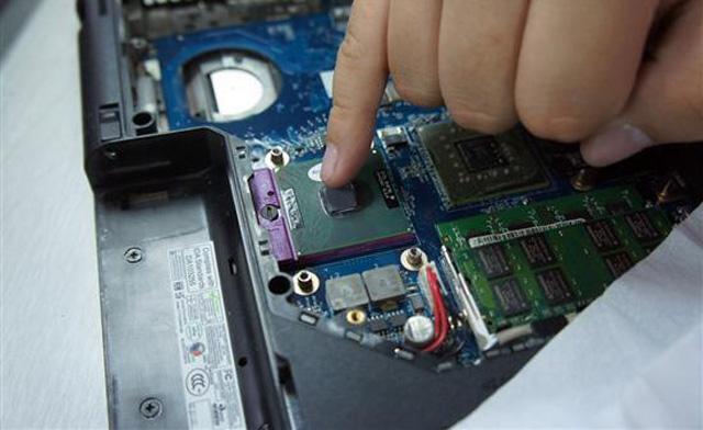 como trocar a pasta térmica do processador do notebook