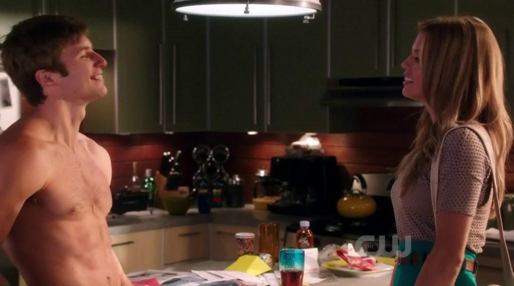 Justin Deeley Shirtless In 90210 S4e06 Shirtless Men At Groopii