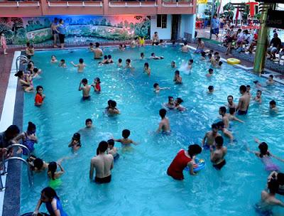 Bể bơi bồn mùa Thái Hà