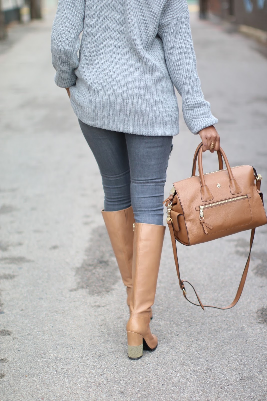 off shoulder sweater, missguided sweater, paige moto jeans, aldo vitaly boot, gray and camel outfit, tory burch robinson tote, camel knee boots, dallas blogger, fashion blogger, black girl blogger,