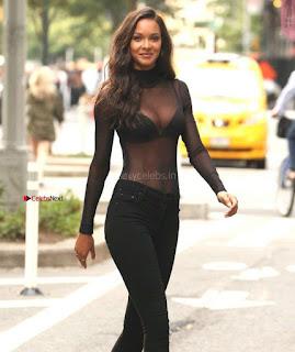 Lais-Ribeiro-Victorias-Secret-Offices-in-New-York-02-662x788+%7E+SexyCelebs.in+Exclusive.jpg
