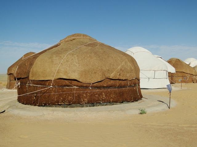 campamento de yurtas en Uzbekistan