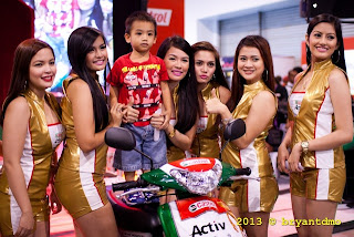 Models and a kid