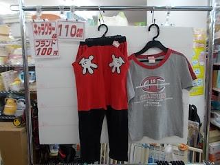 キャラクター&ブランド100円子供服、ミッキーマウスパンツとチャンピオンTシャツ
