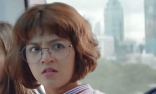 pemeran cewek iklan hilo teen naik kereta