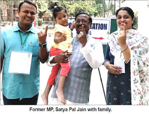 'ELECTION-2019': Former MP Satya Pal Jain with family