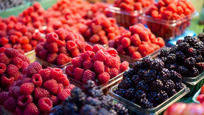 Wallpaper: Fresh Fruit at the Market