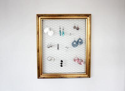 http://www.morningcreativity.com/diy-frame-earring-holder/
