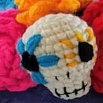 https://www.fairisleyarn.com/wp-content/uploads/2017/09/Fair-Isle-Yarn_Dia-de-los-Muertos-Flower-Skull-Crown-Pattern.pdf