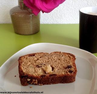 zelfgebakken cake met kaneel ananas en chocolade