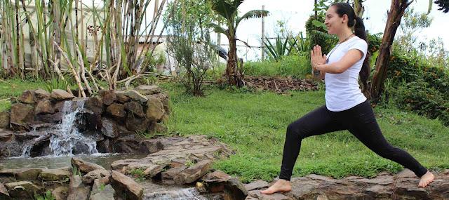 El yoga no se refiere a una serie de prácticas sofisticadas de gimnasia física o mental, aun cuando ella prescribe algún tipo de ejercicios. El Yoga es un estado espiritual y psicológico, el cual se consigue practicando ciertas asanas, pranayamas, etc