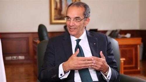 """وزير الاتصالات يعتذر عن سوء خدمات """" إنترنت تي داتا """" مصر"""