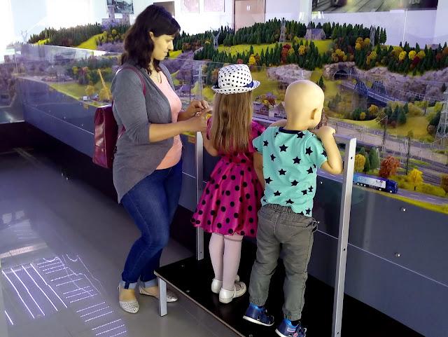 o-vizita-cu-copiii-la-diorama-feroviara.jpg