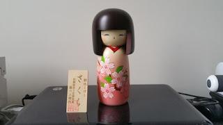 muñeca tradiconal japonesa, muñeca kokeshi