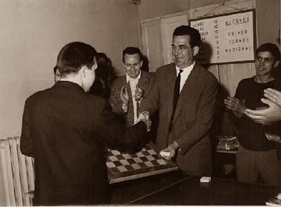 Pere Mas Recorda recogiendo su premio en el I Torneo Nacional de Ajedrez de Granollers 1964