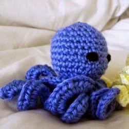 http://translate.google.es/translate?hl=es&sl=en&tl=es&u=http%3A%2F%2Fipsissimacrochet.blogspot.com.es%2F2013%2F04%2Famigurumi-octopus-with-pattern.html