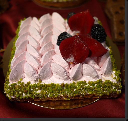 バラの花びらのケーキ サントノレの絞り