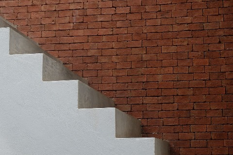 pixabay.com/en/stair-wall-white-house-interior-1743963/