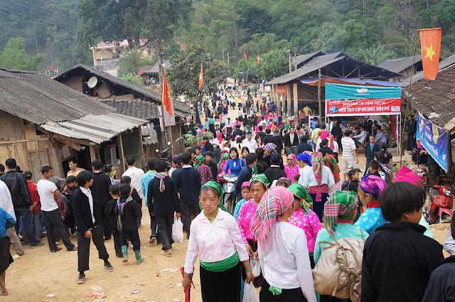 5.  Lễ Hội Chợ Tình Khâu Vai Hà Giang
