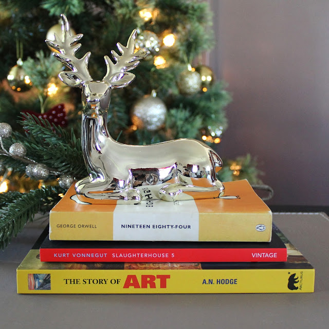 #Blogmas Day 6: Christmas Break Reading List