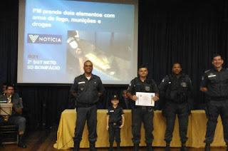 http://vnoticia.com.br/noticia/1761-policiais-militares-que-se-destacaram-em-servico-sao-homenageados-pelo-8-bpm