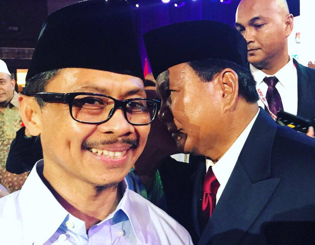 Citaten Politiek Luar Negeri : Usai debat prabowo bisiki imam shamsi ali