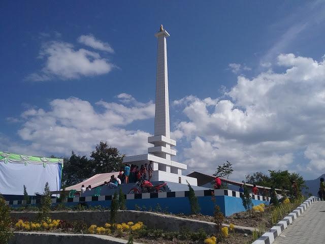 Tugu Opung Raja Pangaribuan Sitohang di Huta Sitohang Desa Parsaoran Urat Samosir Bonapasogit